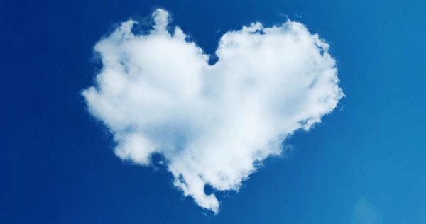 céu com nuvens de amor coração