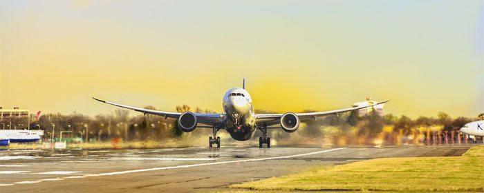 avião prestes a decolar