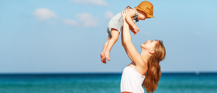 viagem mãe e filho praia