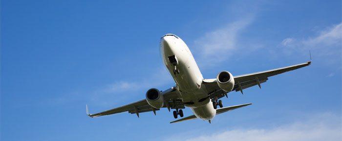 avião céu azul