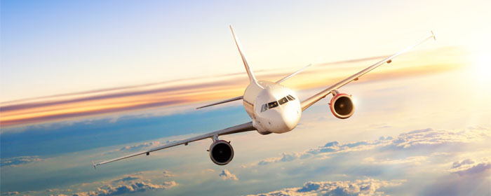 voando alto avião