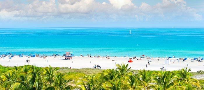 Praia em Miami, Flórida.